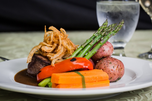Beef entree with Vegetables 640x427